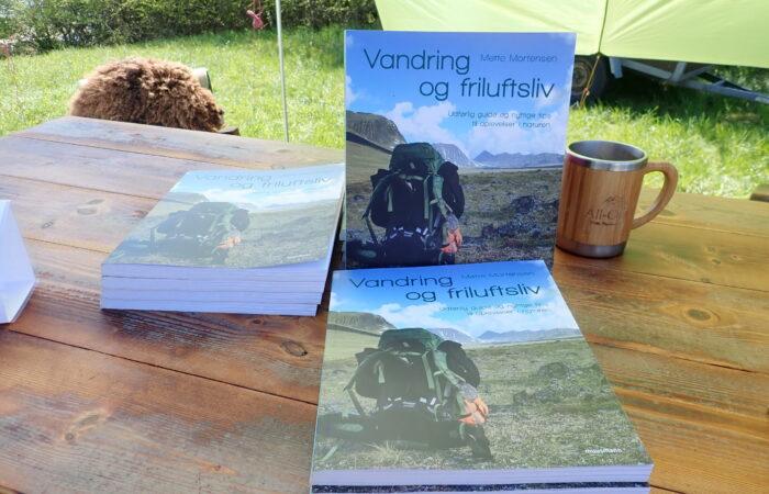 Softback bog om friluftsliv